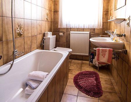ferienwohnung f r 2 bis 5 personen im landhaus tschuggmall. Black Bedroom Furniture Sets. Home Design Ideas